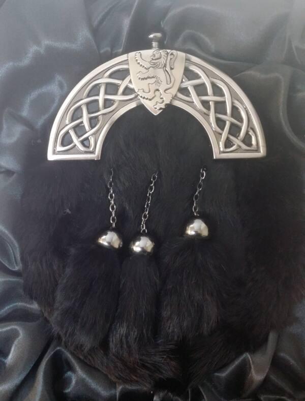 Antique Celtic Shield Thistle Cantle Black Rabbit Kilt Sporran & Chains Boxed - Kilts4less