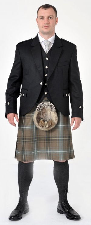 Ready Made: 8 Yard Kilt Henderson Weathered full Package offer